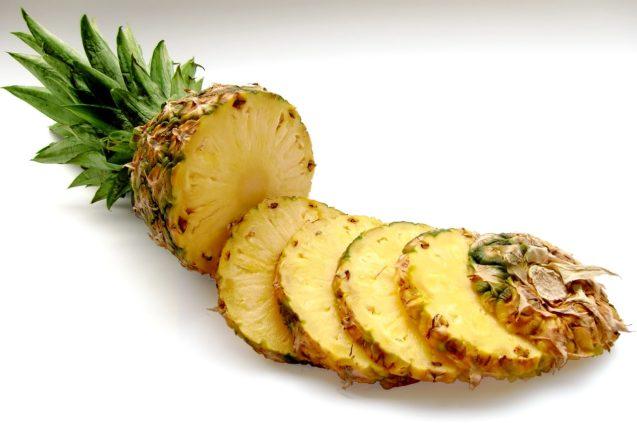 Smoothie cu ananas si apa de cocos