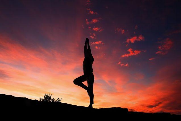 Care este impactul sesiunilor Yoga in contextul durerii asociate endometriozei? (Studiu)